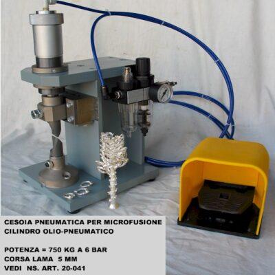 Cesoia pneumatica per microfusioni con cilindro aria-olio