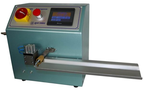 Automatic cutting machine for spiral chain